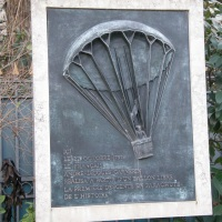 A parachute in the Parc Monceau